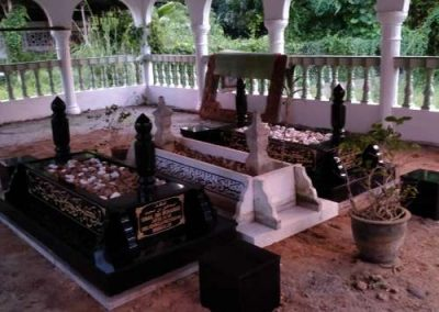 Kubur pengasas tahfiz Madinatul Ismi 2 _compressed